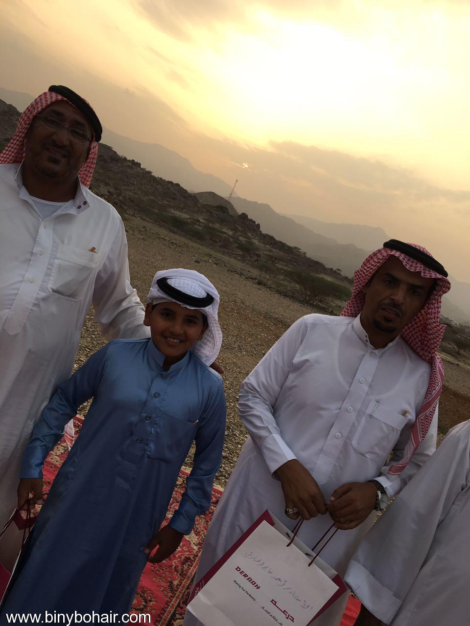 """عبدالله الحارثي وأبناؤة يكرمون الاستاذ"""" axk26101.jpg"""