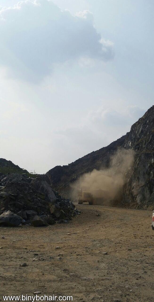 المواصلات ...يقوم بإزالة الانهيارات الصخرية cvh15700.jpg