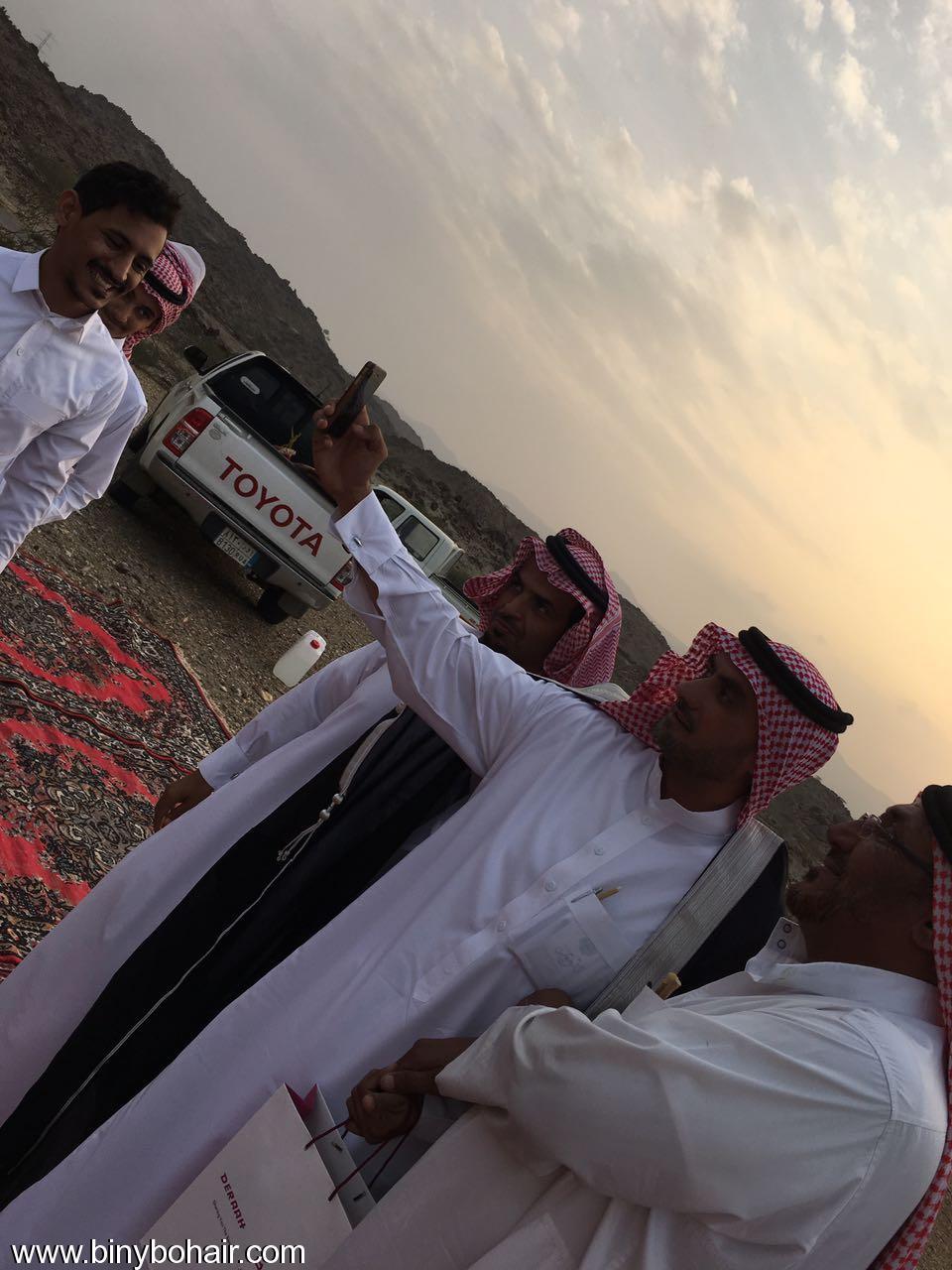"""عبدالله الحارثي وأبناؤة يكرمون الاستاذ"""" ddz26068.jpg"""