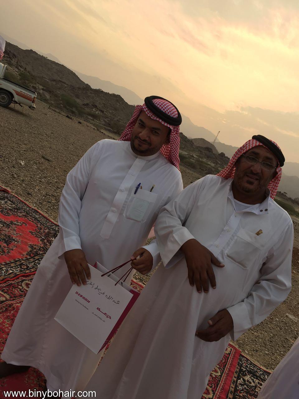 """عبدالله الحارثي وأبناؤة يكرمون الاستاذ"""" ldd26068.jpg"""