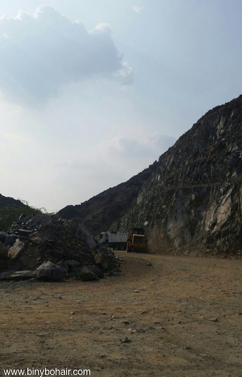 المواصلات ...يقوم بإزالة الانهيارات الصخرية odm15700.jpg