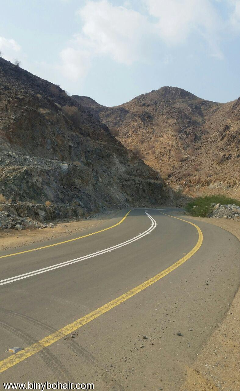 المواصلات ...يقوم بإزالة الانهيارات الصخرية ovg15700.jpg