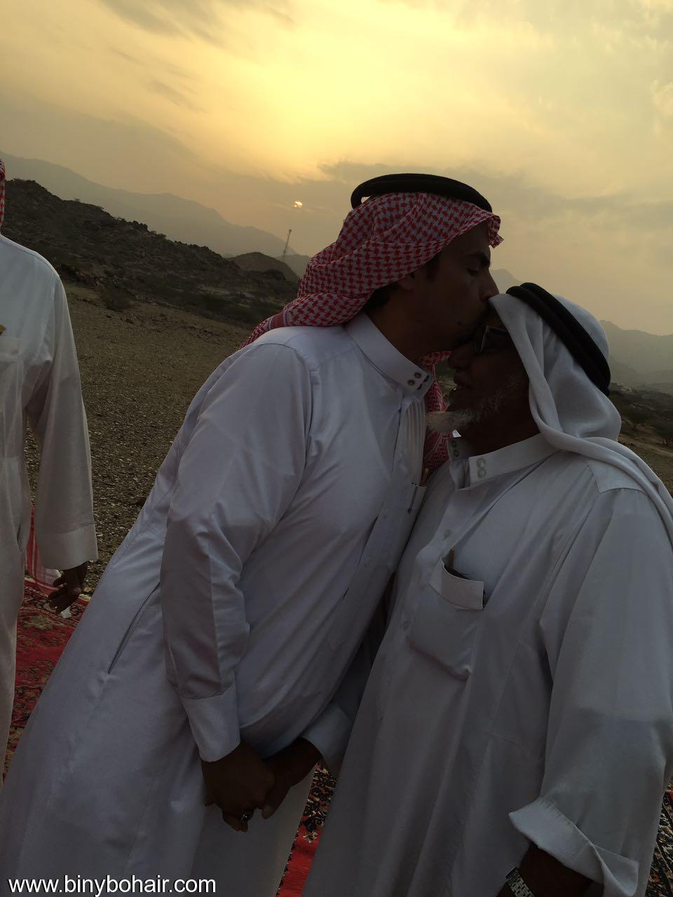 """عبدالله الحارثي وأبناؤة يكرمون الاستاذ"""" vum26068.jpg"""