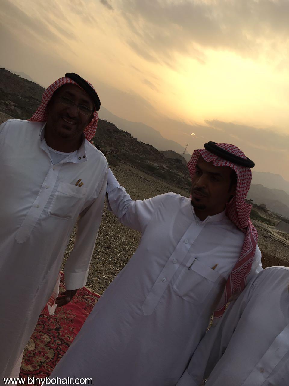 """عبدالله الحارثي وأبناؤة يكرمون الاستاذ"""" wvy26101.jpg"""